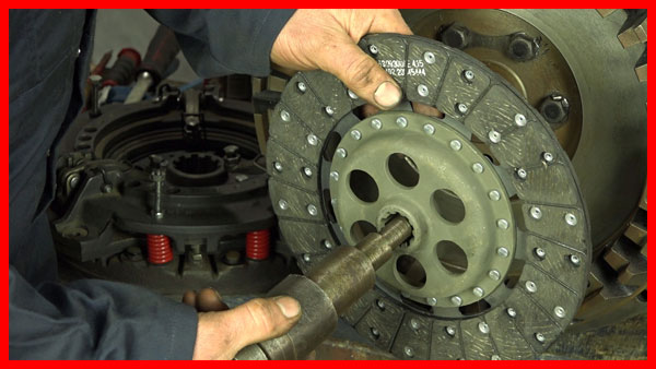 Using clutch centralising tool